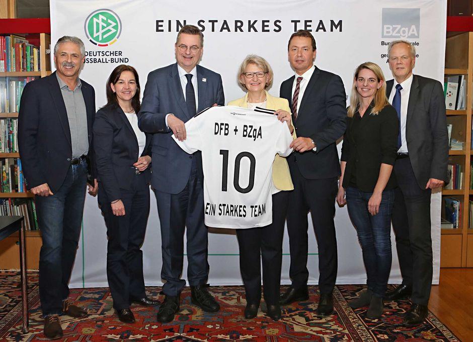 Kooperation zwischen DFB und BZgA verlängert