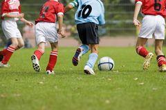 Der Berliner Fußball-Verband e.V. weist darauf hin, dass für Trainer und Betreuer eine Meldepflicht besteht. Foto: istockphoto.com