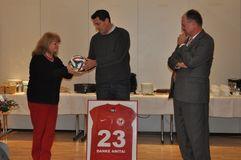 Präsident Bernd Schultz und Geschäftsführer Michael Lameli verabschieden Anita Ranisch nach 23 Jahren beim BFV in den Ruhestand. Foto: Mathis Bange