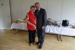 Nach insgesamt 28 Jahren beim BFV verabschiedet Präsident Bernd Schultz Claudia Grunow in den Ruhestand. Foto: V. Krings.