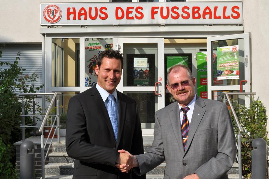 Am 1.8.2011 Montag hat der neue hauptamtliche Geschäftsführer Michael Lameli seine Arbeit beim Berliner Fußball-Verband aufgenommen. Foto: Kevin Langner.
