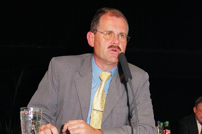 Bernd Schultz bei seiner Rede auf dem Verbandstag 2004. Foto: M. Sauer