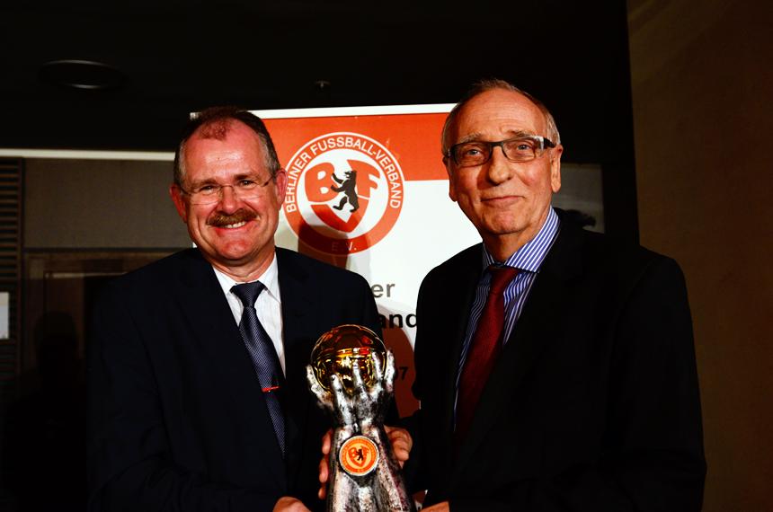 """Der Preisträger des """"Goldenen Fußballs 2014"""" Klaus Böger. Foto: Sandra Ritschel"""
