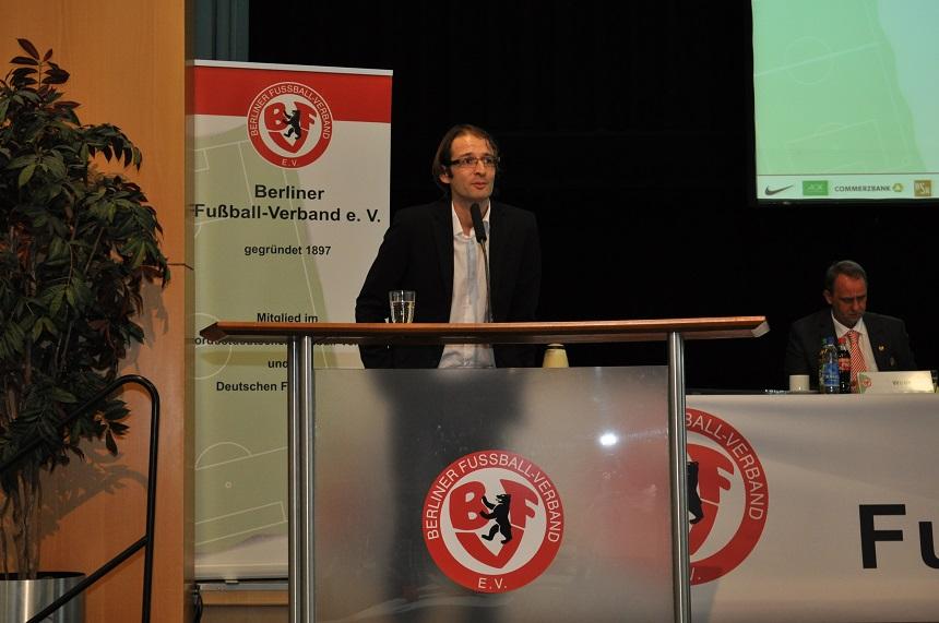 Das Präsidialmitglied für Fußballentwicklung Lyés Bouziane. Foto: Franziska Rein