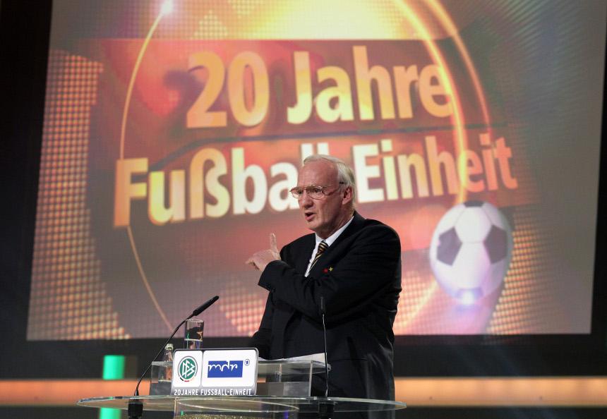 Goldener Fußball für Dr. Hans-Georg Moldenhauer.